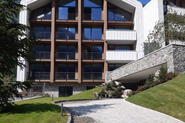 0002-serramenti-hotel-courmayeur-aosta-001B614CB00-A418-6525-E71A-9D0309A37DDB.jpg