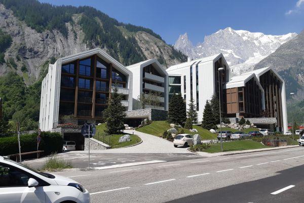 0002-serramenti-hotel-courmayeur-aosta-01813E15A34-F490-7F00-0BC7-C27EBA2C6A74.jpg