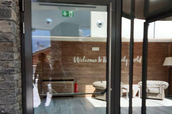 0002-serramenti-hotel-courmayeur-aosta-02026B45CF3-9BBA-72A5-012C-E097A1E87E74.jpg