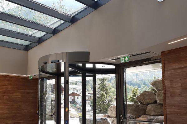 0002-serramenti-hotel-courmayeur-aosta-021AA769DAC-2B5F-7F80-B78F-71881A019E33.jpg
