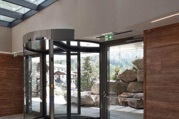 0002-serramenti-hotel-courmayeur-aosta-0221090EA3A-0D65-A857-0892-597A47DA9D8D.jpg