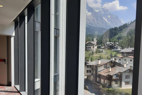 0002-serramenti-hotel-courmayeur-aosta-0350EE68F0A-B84C-B054-CE21-598D9169550E.jpg