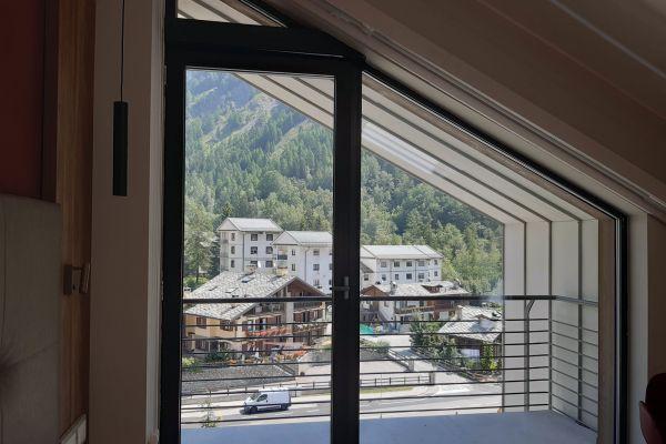 0002-serramenti-hotel-courmayeur-aosta-040E141B448-A21F-6842-1D77-6C4307E91424.jpg