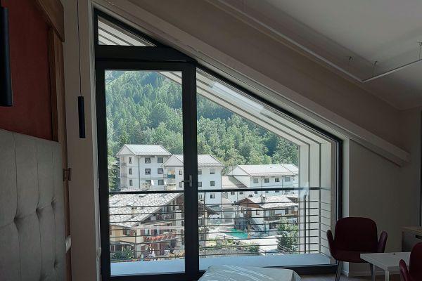 0002-serramenti-hotel-courmayeur-aosta-048BBD676A6-0753-AB6E-81EF-113CBF289778.jpg