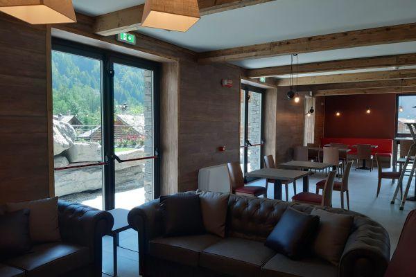 0002-serramenti-hotel-courmayeur-aosta-053A5C826D0-97AC-45E5-12F5-AAA647E97D9E.jpg