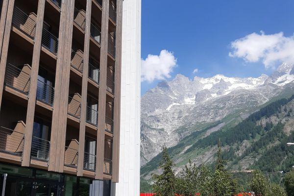 0002-serramenti-hotel-courmayeur-aosta-0606B36D0D4-7543-9057-41C8-BAB7E010A05B.jpg