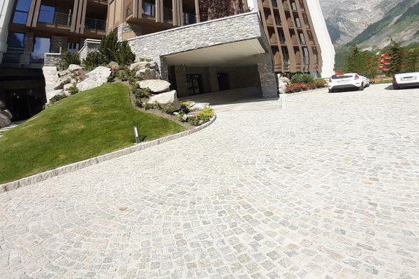 0002-serramenti-hotel-courmayeur-aosta-0634A4C9DB0-3DB4-AA7A-ECD8-B0EF23A8BB37.jpg