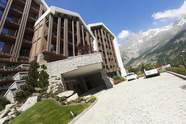 0002-serramenti-hotel-courmayeur-aosta-064CFFE369B-E2B1-429E-7E4D-6FBC96C79F07.jpg