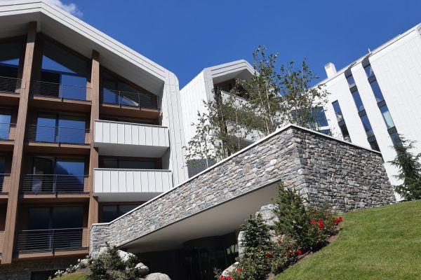 0002-serramenti-hotel-courmayeur-aosta-06782AFD7FA-FD89-74AB-0F67-BC699CEDAE21.jpg