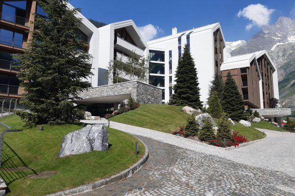 0002-serramenti-hotel-courmayeur-aosta-0722DBC73B1-1AD6-76EC-7BD5-403C75769A23.jpg