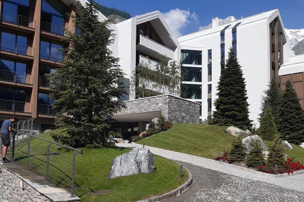 0002-serramenti-hotel-courmayeur-aosta-073E15A7357-D8DC-AF77-E81D-87DDE7C96B98.jpg